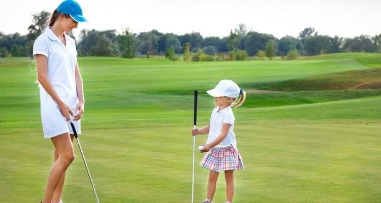 What do women wear in golfing